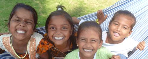 Fröhliche indische Kinder